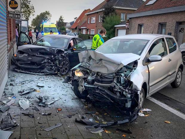 Enorme ravage bij spectaculair verkeersongeval in Deerlijk