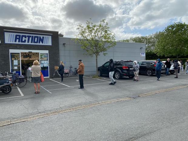 Overzicht: eerste winkeldag verloopt kalm, behalve bij telecom- en Actionwinkels