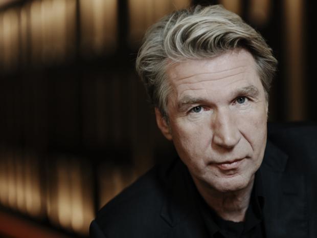 Frank Boeijen bezoekt met nieuwe theatertour ook Brugge en Oostende