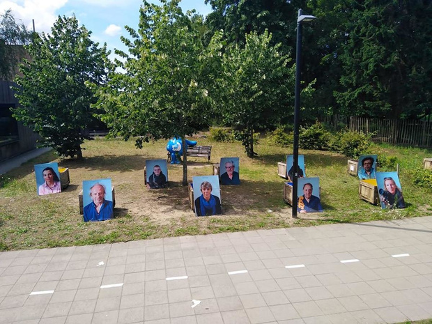 Fototentoonstelling 'Talent Included' beeldt Brugse artistiekelingen af op verkiezingsborden