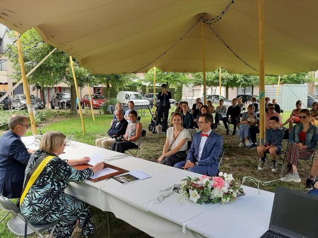 Eerste Oostkamps huwelijk in openlucht voltrokken