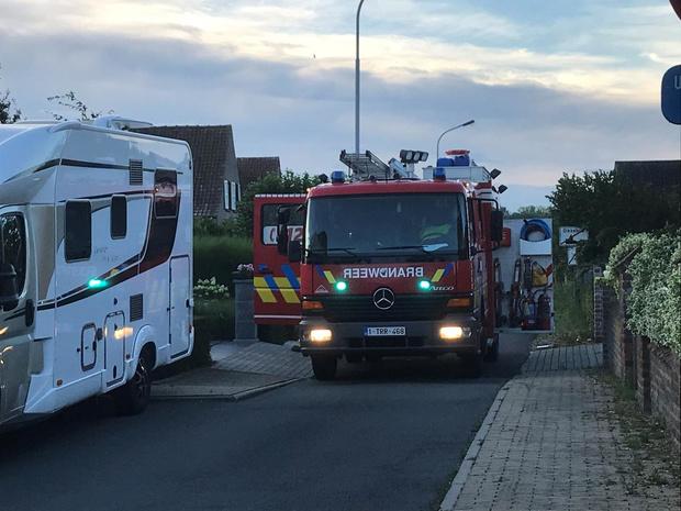 Brandweer blust afvalbrandje in Dikkebus