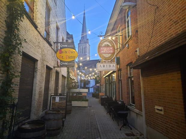 "Eerste vroege sluiting van cafés verloopt rustig in onze provincie: ""Mensen spreken thuis af"""