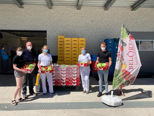 Slaboer (55) herstelt van corona en schenkt 200 groentepakketten aan ziekenhuispersoneel