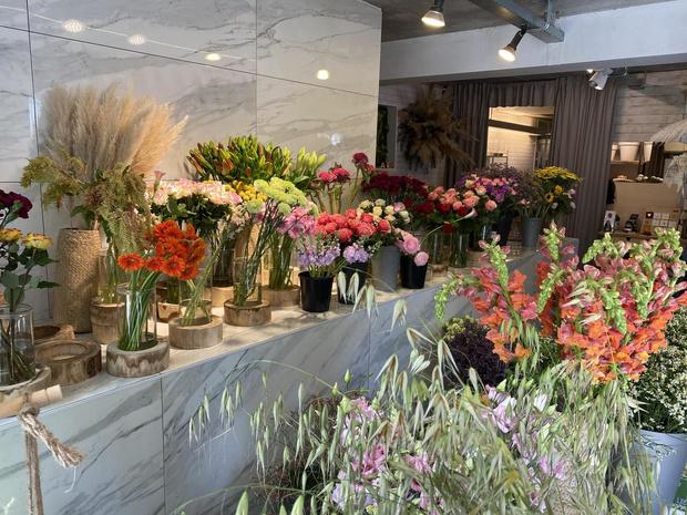 Economisch Huis Oostende helpt bloemen thuis te leveren tijdens moederdagweekend