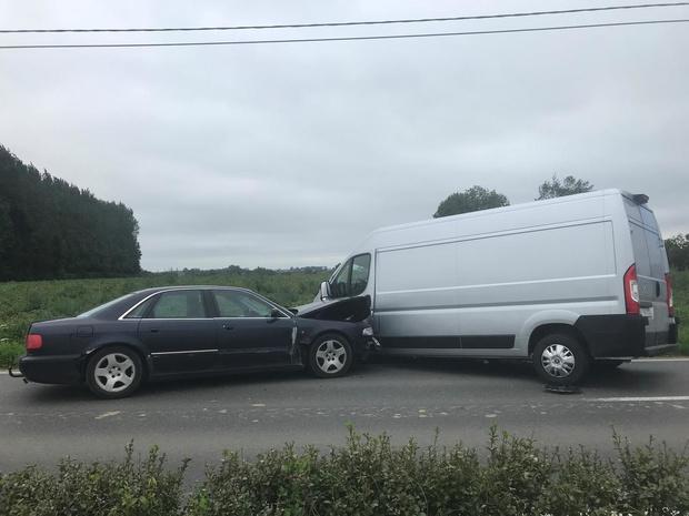 Auto botst op bestelwagen in Krombeekseweg Poperinge