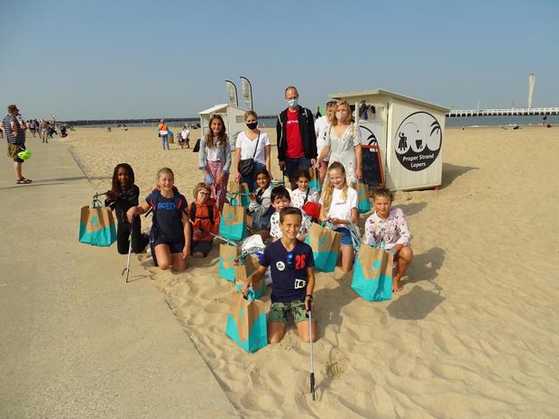 Grote vrijwilligersopkomst bij opruimactie Proper Strand Lopers in Bredene en Oostende