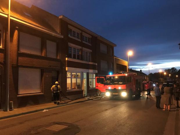 Brandweer rukt uit voor brandje op dakterras van appartement in Poperinge