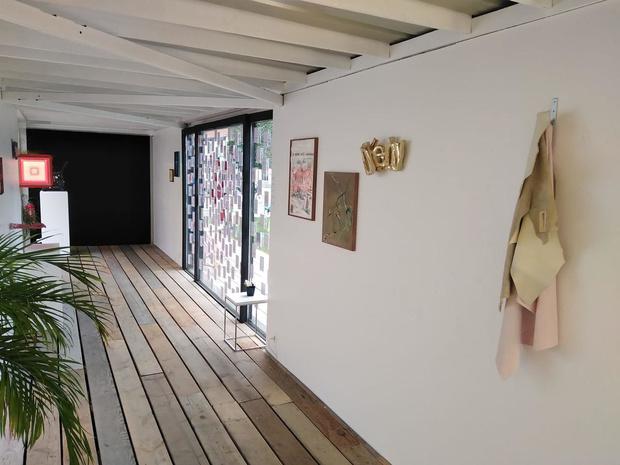 Joke Raes geeft (inter)nationale kunstenaars een platform voor Pre-Triënnale Brugge