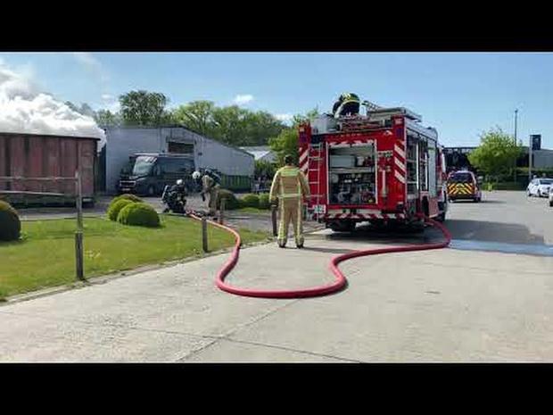 Container vat vuur in Oostkamp