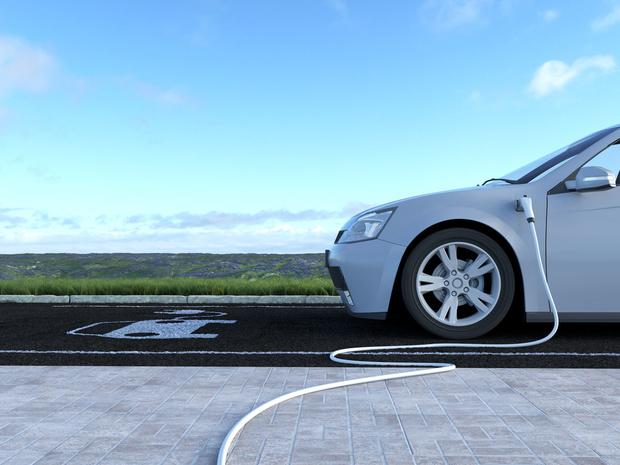 Elektrische wagen heeft ook verborgen kosten: 'De prijs is niet langer het probleem, het laden is dat wel'
