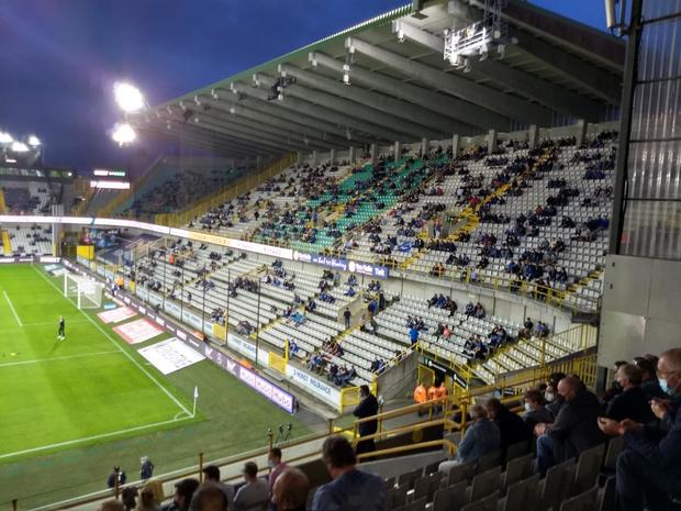 Eerste thuiswedstrijd van Club Brugge met beperkt aantal fans: een psychedelische ervaring