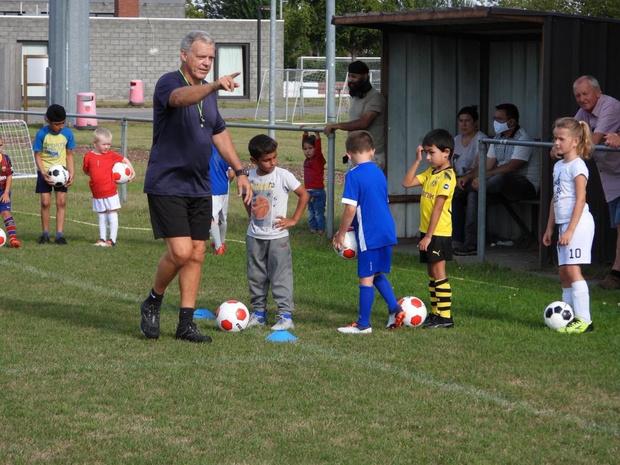Kinderen uit opvangcentrum trainen mee met FC Damme