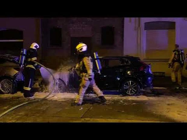Auto gaat in de vlammen op na ongeval in Assebroek