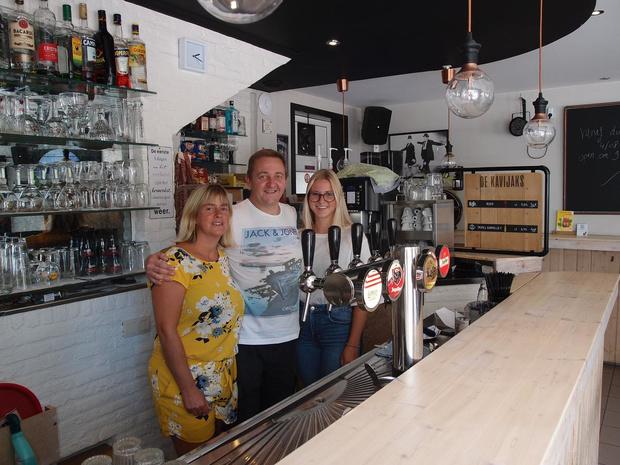 Café De Kavijaks in Zwankendamme wordt nu gerund door Seba Meunier en Mania Van Hauter