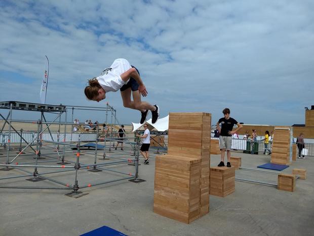 Sporten in Urban Beach en zonnebaden in WeCanDance Beach Club op strand van Zeebrugge