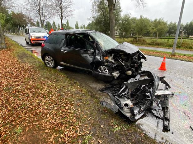 Vrouw lichtgewond na zwaar ongeval in Snellegem, peuter ongedeerd