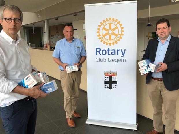 Rotary Club Izegem schenkt 2.000 mondmaskers aan Ledegem