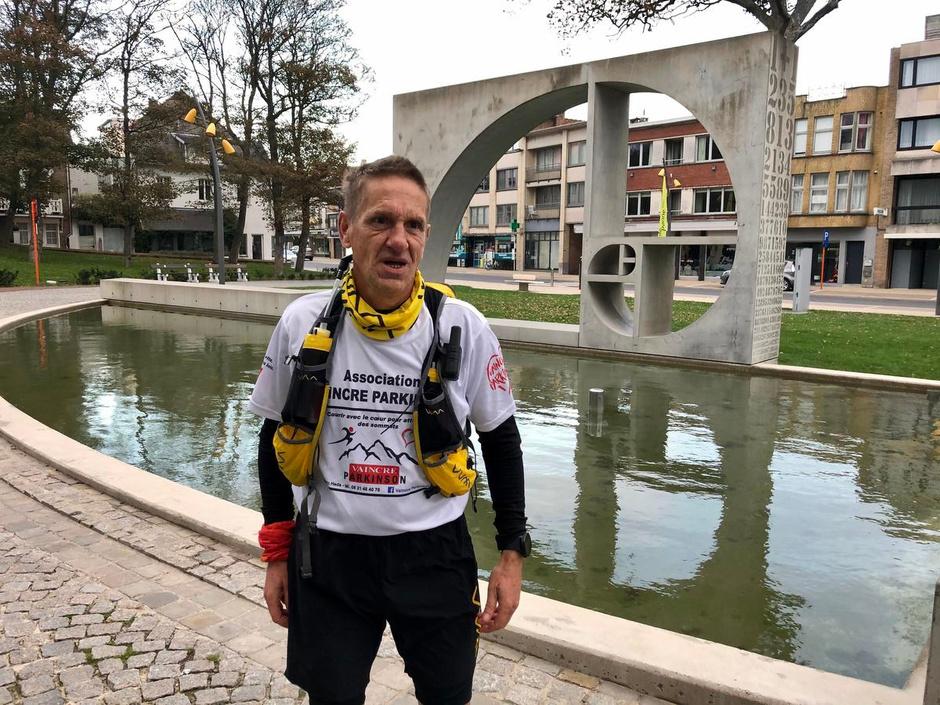 Jack (56) rent op 12 dagen 1.200 kilometer langs de kust voor 'Vaincre Parkinson'