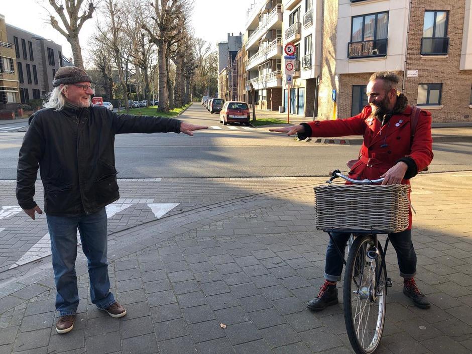 """VIDEO 10.000 stappen in Kortrijk: """"Nu de kappers sluiten, zal de wereld een pak grijzer worden"""""""