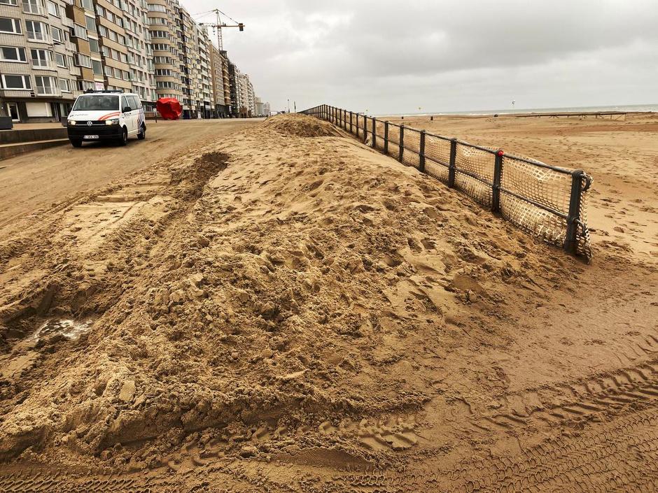 Stadsdiensten ruimen massaal zand na doortocht Odette