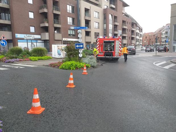 Fietser glijdt uit over oliespoor in centrum van Roeselare