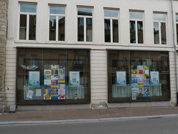 Cultuurcentrum De Steiger roept Menenaars op om hun ramen vol kunst te hangen