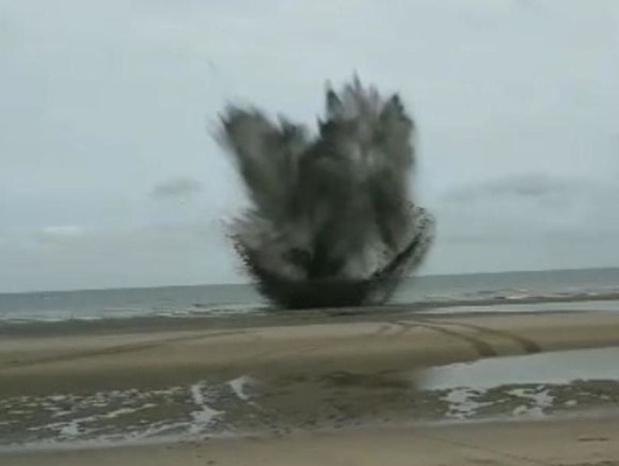 Drie bommen tot ontploffing gebracht op strand tussen Wenduine en Blankenberge
