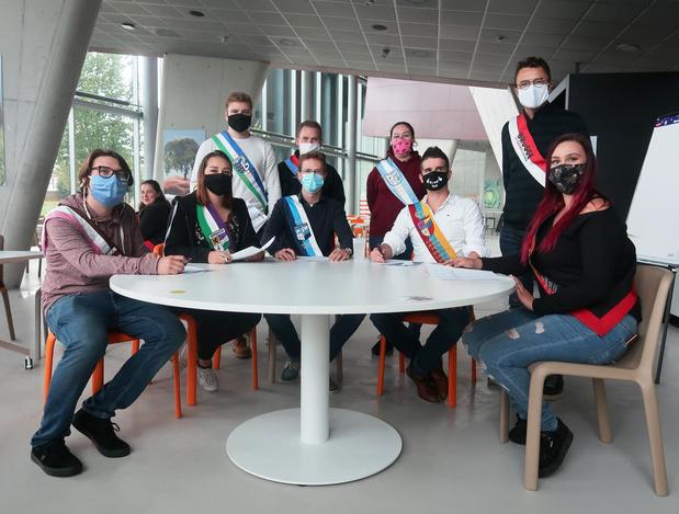 Brugse studentenclubs ondertekenen Vlaams doopcharter