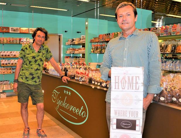 Kurt en Vincent verhuizen hun chocoladewinkel van Brugge naar Blankenberge