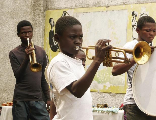 Solidarité: Music Fund, l'association répare des instruments de musique et les fait voyager