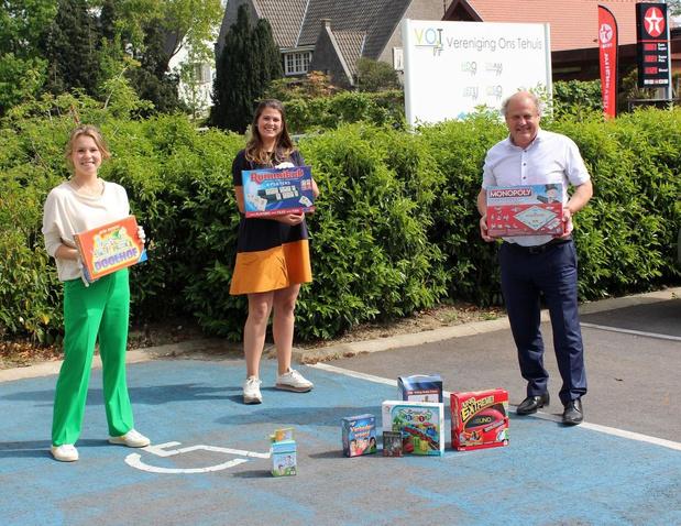 Rotaract Ieper-Poperinge schenkt gezelschapsspellen en helpt in de voedselbank van Ieper