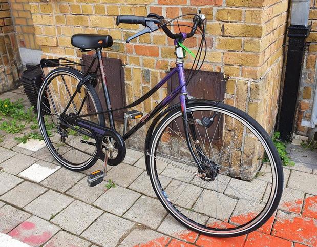 Lokale politie Knokke-Heist zoekt eigenaar gestolen fiets