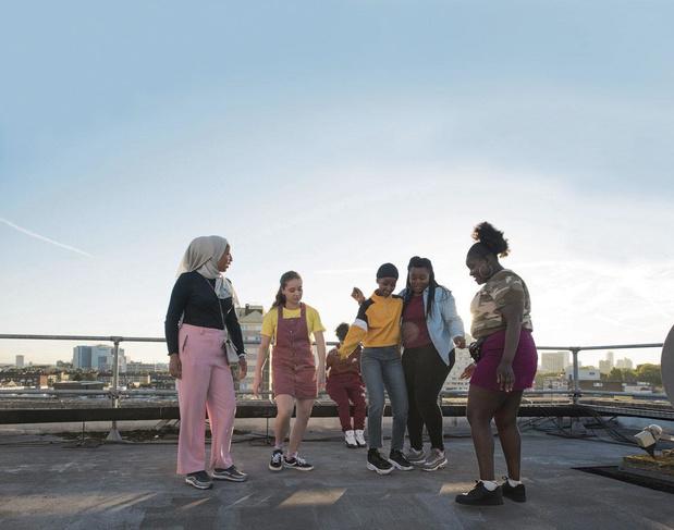 """Rocks, """"une lettre d'amour à toutes ces filles d'origine multiculturelle amenées à grandir trop vite"""""""