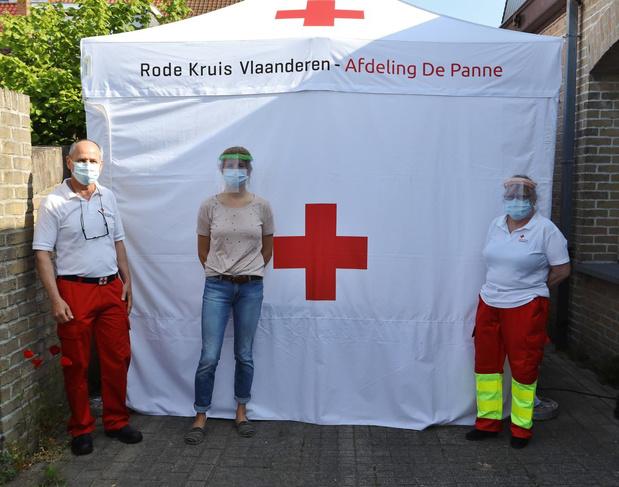 Vrijwilligers Rode Kruis De Panne-Adinkerke werken extra veilig met speciale decontaminatietent