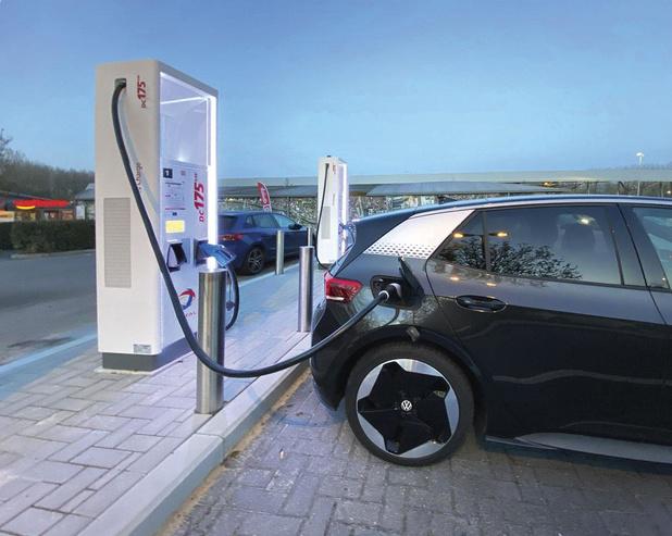 Mobilité: le marché des chargeurs électriques publics encore balbutiant
