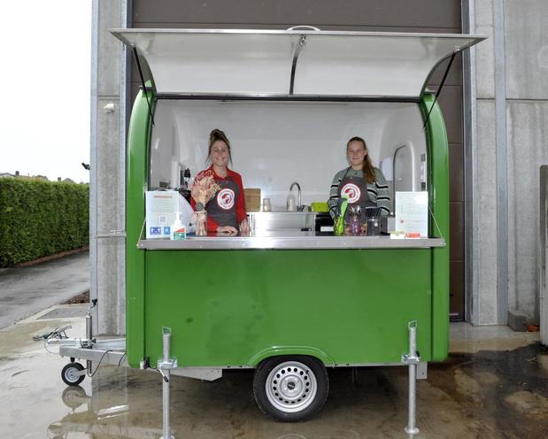 Kaat uit Ingelmunster verkoopt smoothies voor stage