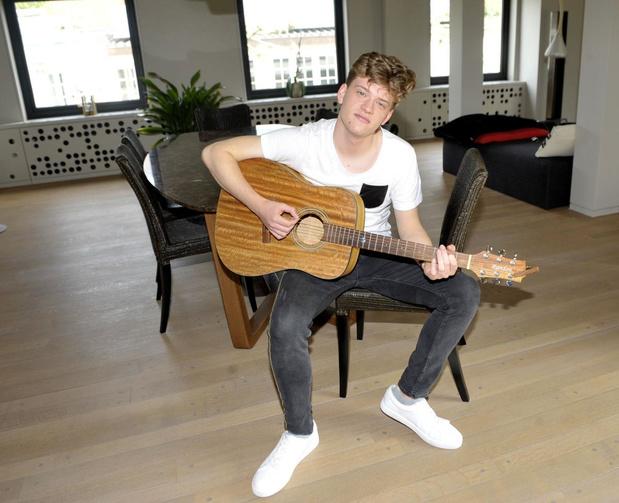 Jérémie Vrielynck verbreekt record in de Vlaamse Ultratop 50 én staat ook in de Radio 2 Top 30