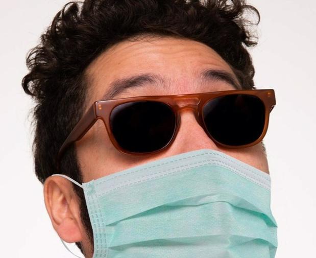 'Koop een bril, krijg een mondmasker': Frans brillenmerk krijgt kritiek op online campagne