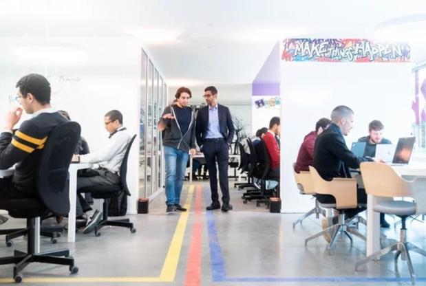 Le directeur de Google remet un chèque de 200.000 euros à MolenGeek
