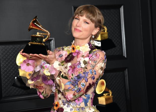 """'""""Vrouwen boven"""", las u overal na de Grammy's. Kranten mogen die genderbril wel eens afzetten'"""