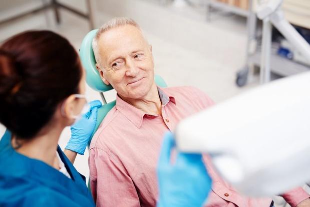 Trop de personnes âgées négligent le dentiste