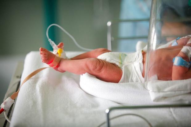 Un mois après son premier enfant, une femme accouche à nouveau par surprise