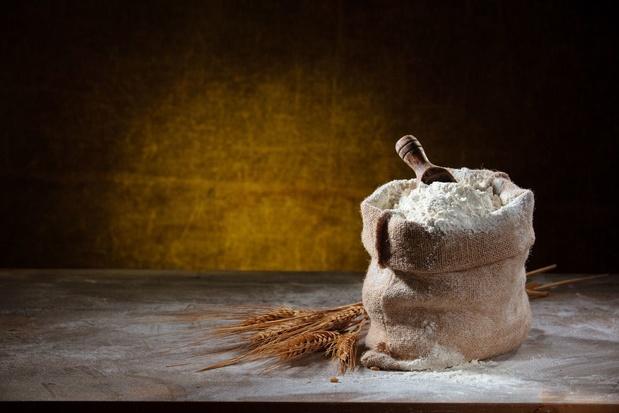 La farine en paquet fait de la résistance