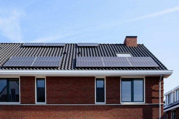 Panneaux solaires: les propriétaires wallons ne devront (pas encore) payer la redevance