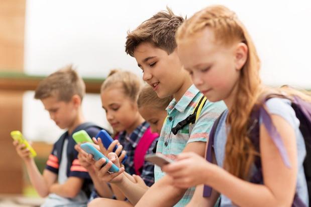 'Les enfants reçoivent leur premier smartphone vers neuf ans'