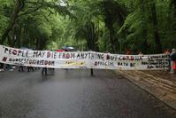 Près de 500 personnes manifestent au Bois de la Cambre contre les mesures corona