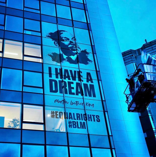 Le MR affiche Luther King sur sa façade, ses détracteurs réagissent