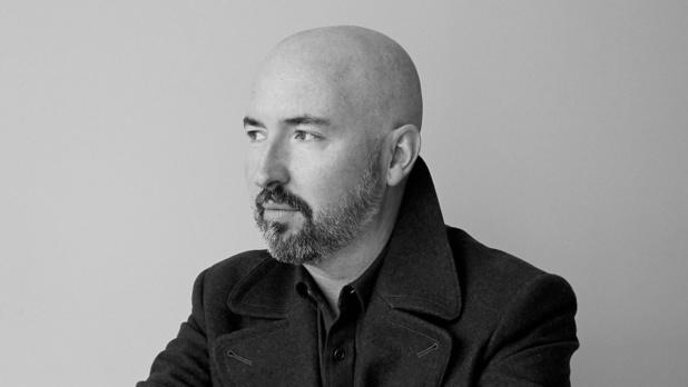 "Douglas Stuart wint de Booker Prize met ""Shuggie Bain"""