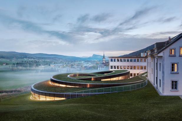 In beeld: horlogemaker plant spiraal in Zwitsers landschap